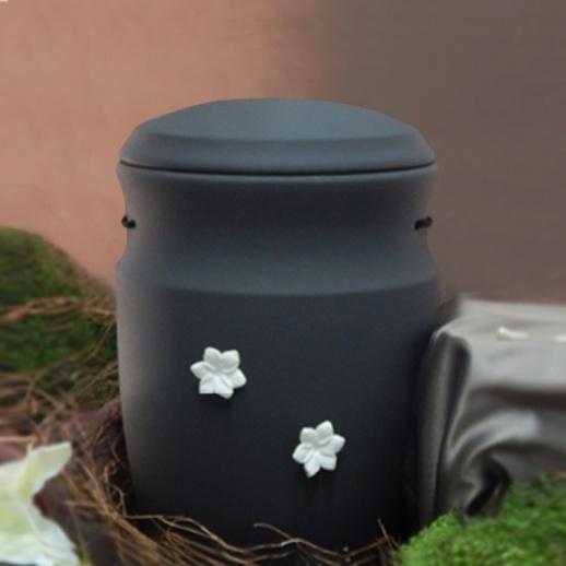 trauerurne keramik mit bl ten triora. Black Bedroom Furniture Sets. Home Design Ideas