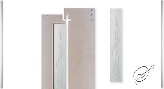 schlichte stele aus glas f r grabstein in wei. Black Bedroom Furniture Sets. Home Design Ideas