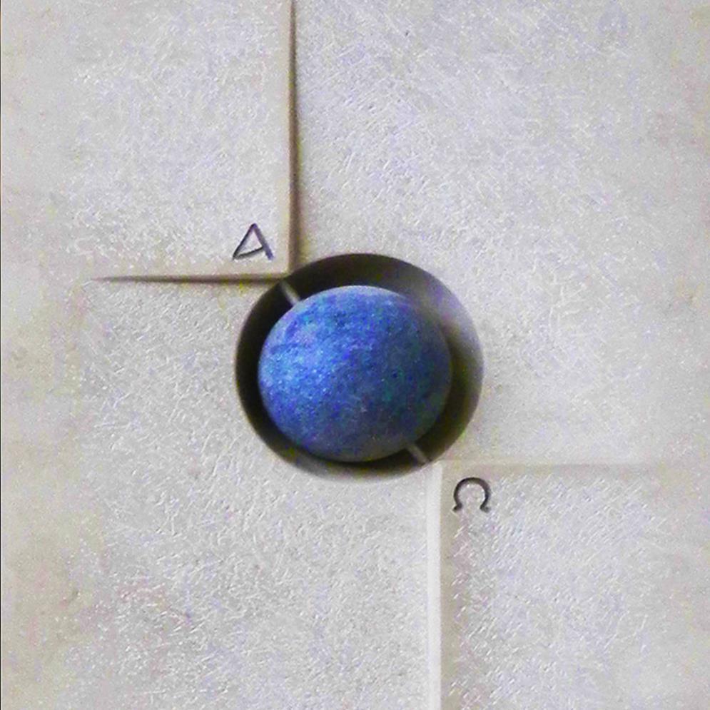 moderner gedenkstein mit blauer kugel. Black Bedroom Furniture Sets. Home Design Ideas