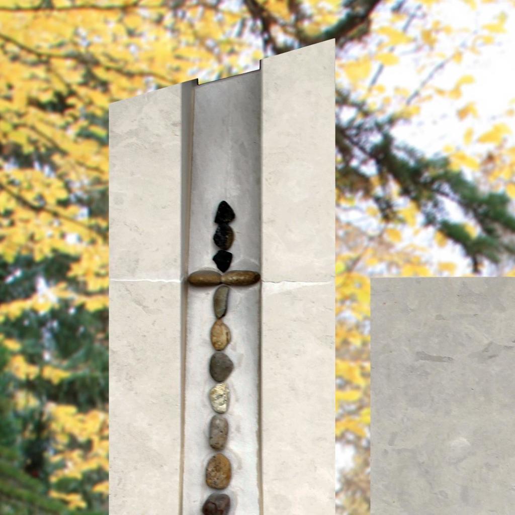 Urnengrabstein calvario mit kieselsteinen for Farbige kieselsteine