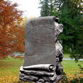 Granit Grabmal mit Schriftenrolle - Voltaire