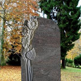 Granit Grabmal mit Blume vom Bildhauer - Florenzia