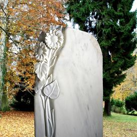 Bildhauer Grabstein mit Blume weiß  - Florenzia