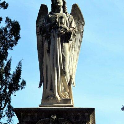 Engel im Dienste der Diakonie mit Weinbecher