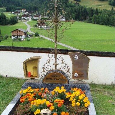 klassisches Kreuz aus Schmiedebronze Kärnten © Serafinum.de