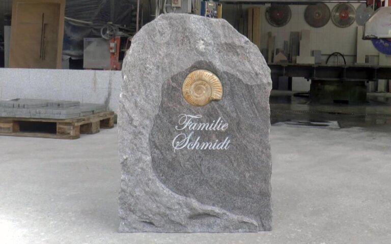 """Video: Schlichter Grabstein """"Ammonio Rustiko"""" aus Granit"""