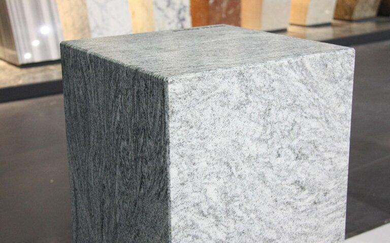 Grabsteine aus Marmor: Vorteile der edlen Klassiker