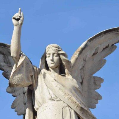 Große Engelsfigur aus Kalkstein © Serafinum.de