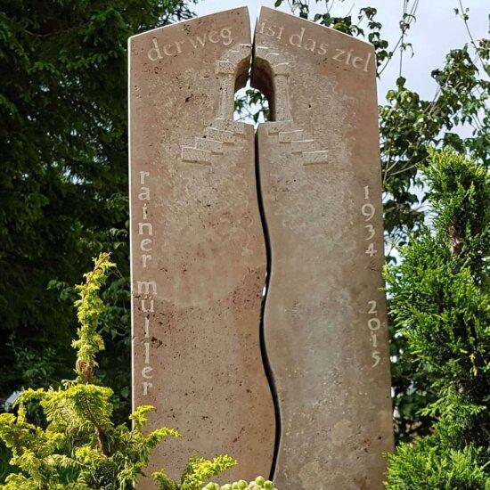 Inschrift zur Umrandung des Grabsteins © Serafinum.de