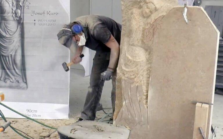 """Video: Ein eleganter Grabengel entsteht – """"Clarissa"""""""