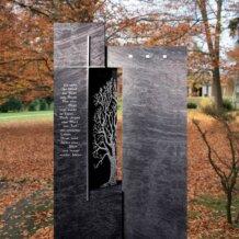 Zweiteiliger, dunkler Grabstein mit Baum-Motiv