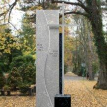 Gedenkstein für Urnengrab mit Kreuz