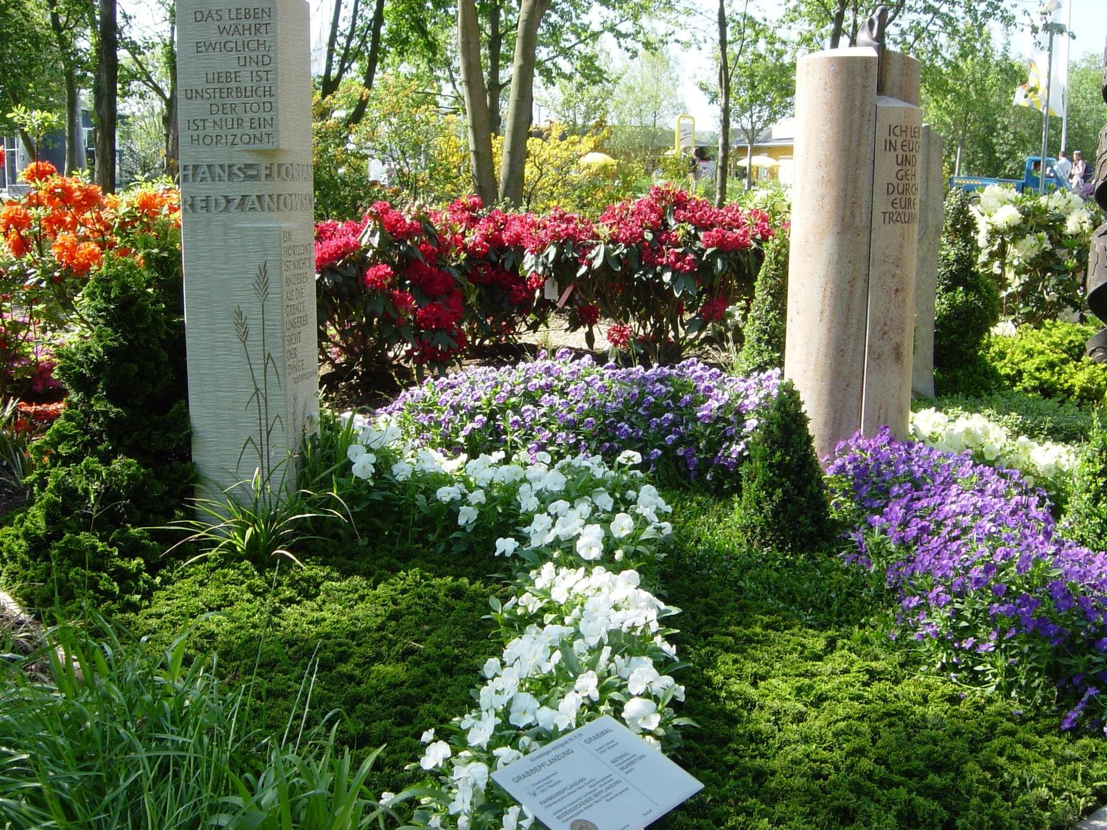 Verbunden über den Tod hinaus - Ein Doppelgrab eignet sich für Familien oder Ehepartner.