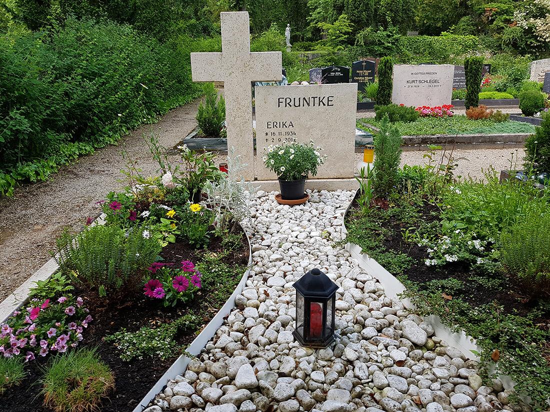 In Tiefgräbern werden mehrere Verstorbene übereinander beerdigt.