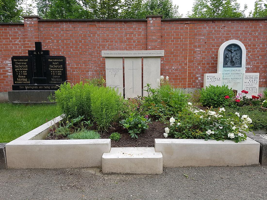 Vorteil eines Doppelgrabs: Auf der größeren Grabfläche bieten sich mehr Gestaltungsmöglichkeiten.