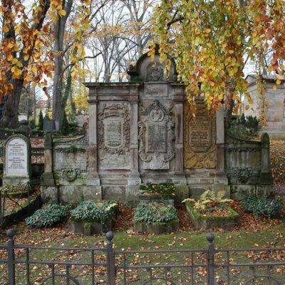 Doppelgrab verschiedene Grabsteine