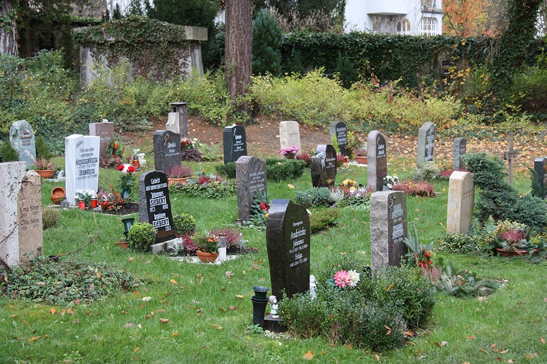 Friedhof Grabbeete