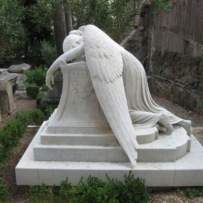 Grabstein schlafender Engel