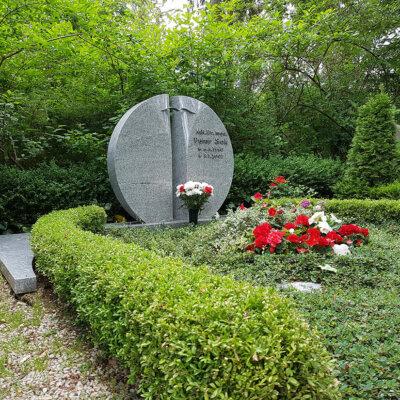 Runder Grabstein Doppelgrab
