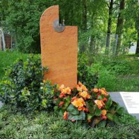Grabstein Pflanzen und Stein