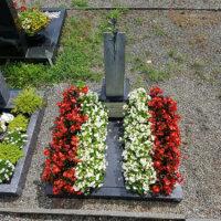 Kleines Grab rot und gelb