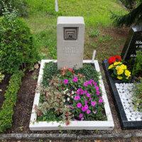 Urnengrab bepflanzt