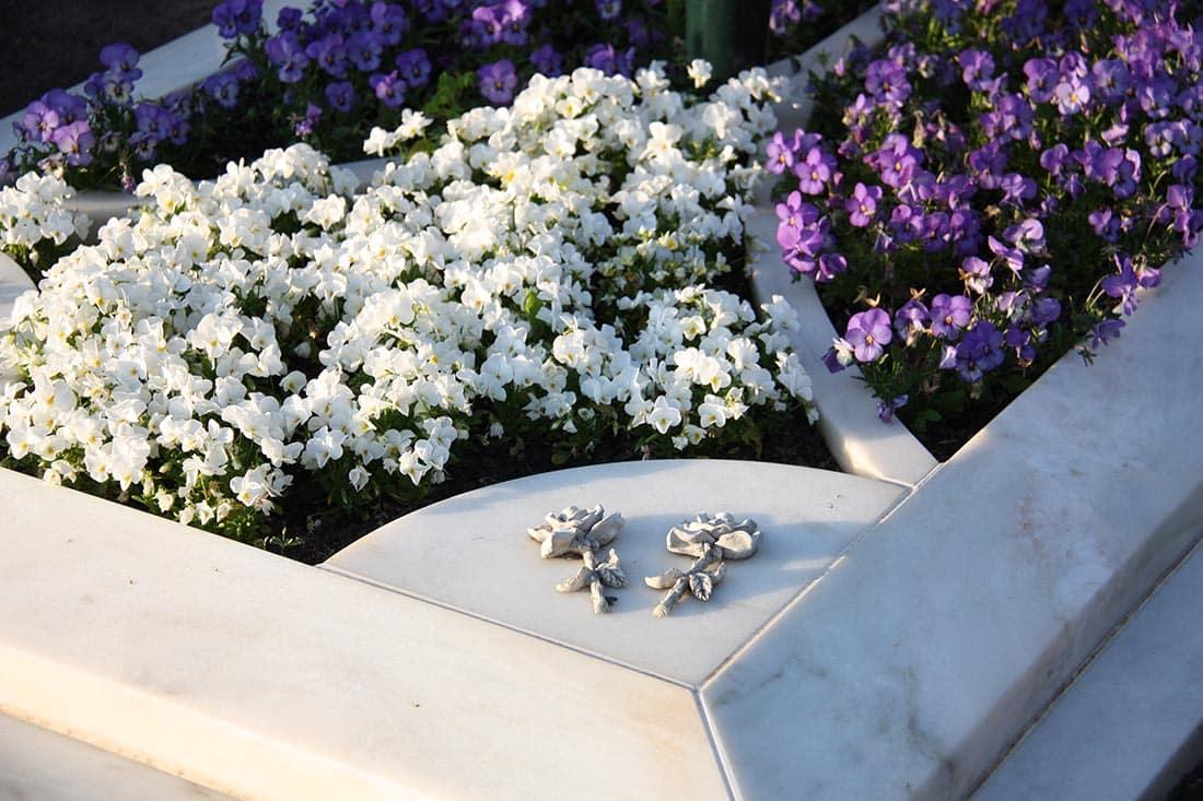 Grabsteine aus Marmor sind elegant und wirken edel.