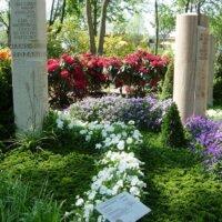 Grabbepflanzung eines Doppelgrabs