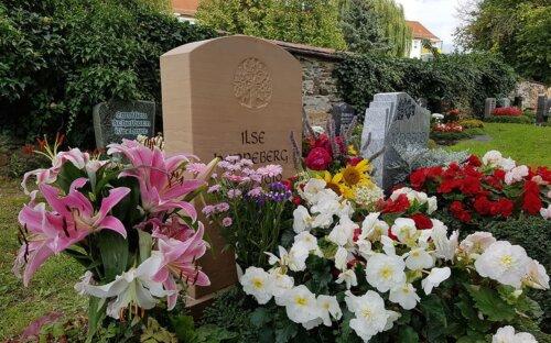Grabbepflanzung Sommer – pflegeleichte Grabgestaltung mit 25 Bildern