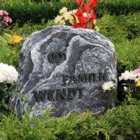 Grabgestaltung mit Sommerblumen