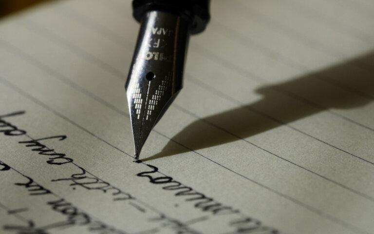 Trauerrede/Grabrede schreiben & halten ▷ Top-Beispiele & Muster