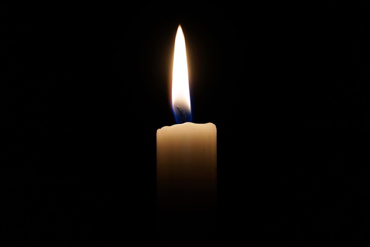 Trauerbilder mit brennender Kerze